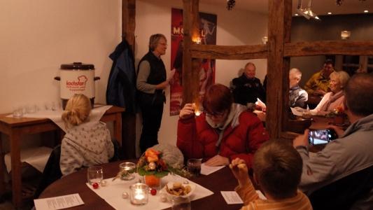 Der lebendige Adventskalender zu Gast beim Schloss-Cafe Plan C