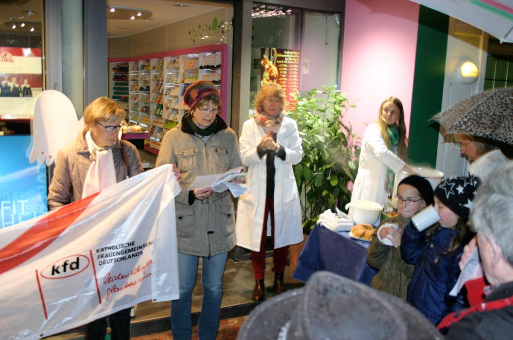 15. Dezember, Kath. Frauengemeinschaft zu Gast bei der Sonnen Apotheke