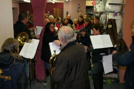22. Dezember, Ev. Posaunenchor zu Gast bei Möbel Reineke