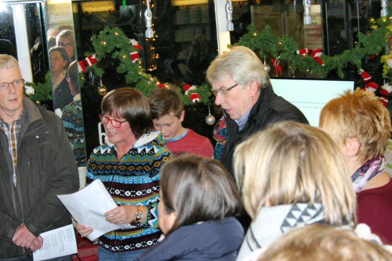 Die Kolpingsfamilie Hardenberg-Neviges zu Gast bei der Schwanen Apotheke (1. Dezember 2015)