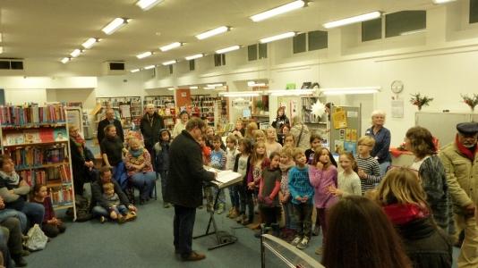 Die Evangelische Grundschule zu Gast in der Stadtbücherei