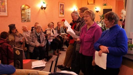 Der Lebendige Adventskalender zu Gast im Eiscafe della Corte
