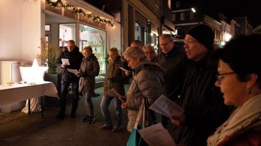 22. Dezember 2016, der Lebendige Adventskalender zu Gast bei Elektro Dopstadt